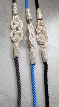 Silber INFINITy Armband an bunter Seidenkordel, einfarbiger Knoten