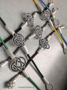 Silber Armband LOVEknot mit einfachem, einschlaufigen Knoten an bunter Seidenkordel