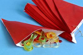 Rote Spitztüten aus Papier