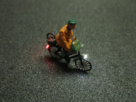Fahrrad mit LED Beleuchtung H0 - alte Frau