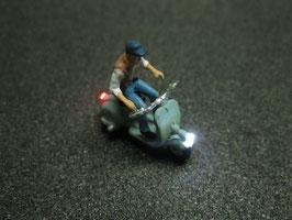 Motorroller Roller mit LED Beleuchtung H0 - männlich