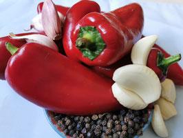 Rote Röstpaprika mit Knoblauch