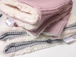 Flauschiges Tagesdeckchen aus 100% Baumwolle (für Babyschale und Kinderwagen) - Individuell bestickt