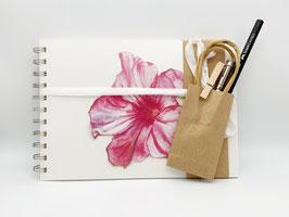 Geschenkset Ringbuch Dipladenia DinA5 (handgebunden) mit Stiftverlängerer und Künstlerbleistift