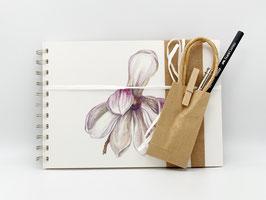 Geschenkset Ringbuch Magnolie DinA5 (handgebunden) mit Stiftverlängerer und Künstlerbleistift