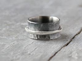 Drehring mit Diamant, geschwärzt  aus 925 Silber