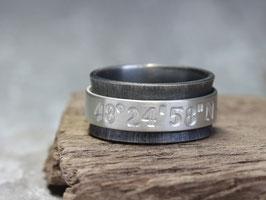 Drehring Koordinaten 925 Silber geschwärzt und matt gebürstet, personalisiert