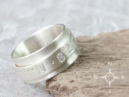 Drehring Koordinaten 925 Silber, matt gebürstet, personalisiert