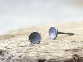 Gewölbte geschwärzte Ohrstecker 5mm aus 925 Silber
