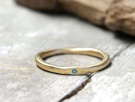 Stapelring No. 58 aus 333 Gelbgold mit meerblauen Diamant