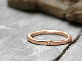 Stapelring No. 02 aus Rotgold mit Diamant