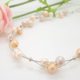 Geflochtenes Collier 3-fach, Perlen weiß und apricot