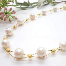 Geflochtenes Collier weiße Perlen