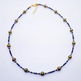 Kette aus Lapis Lazuli und Süßwasserzuchtperlen oliv