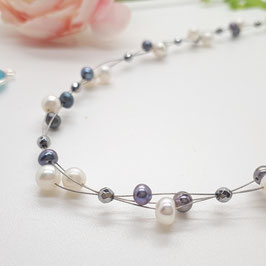 Geflochtenes Collier weiße und graue Perlen