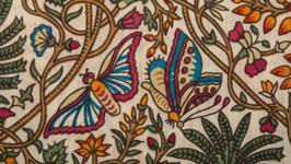 Papillons dans un jardin rose orangé