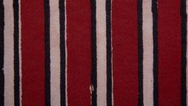 Rayures noires et blanches sur un rouge franc (2)