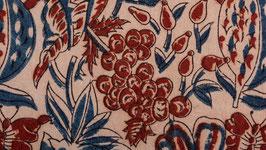 A. Pièce de tissu aux fruits rouges
