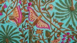 Papillons sur des palmiers vert clair