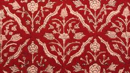 A. Géométrie florale écrue et rouge