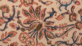 A. Pièce de tissu aux fleurs roses et vert kaki