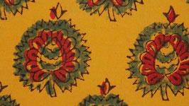 Diadème floral sur un jaune safran