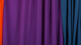 Tissu teinté de violet