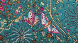 A. Papillons roses sur un ciel turquoise