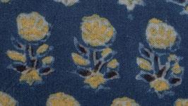 Petite fleur jaune à six feuilles