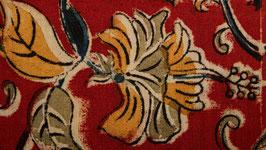 Fleurs kalamkari sur une terre rouge (1)