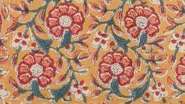 A. Couronne florale aux pétales roses