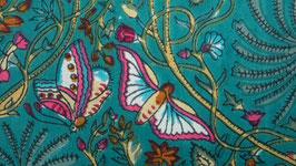 Papillons roses sur un ciel turquoise