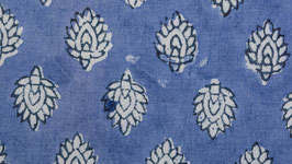 Fleurs lavande sur un bleu lavande