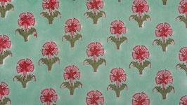 Petites fleurs roses sur un sol céladon