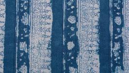 Rayures florales sur un bleu délavé