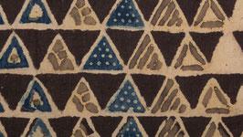 Construction triangulaire brune et indigo