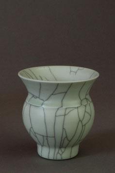 04 Kleine Vase, Bauchige Form mit Craquelé-Glasur