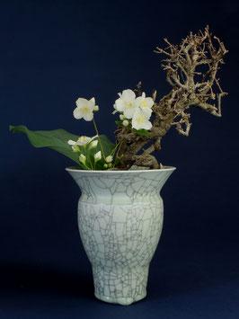 08 Vase, Bauchige Form mit Craquelé-Glasur