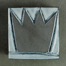 09 Krönchen, Mattschwarz auf Eisblau