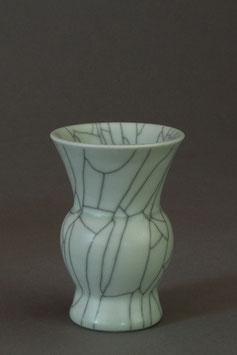 05 Kleine Vase, Bauchige Form mit Craquelé-Glasur