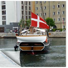 StadtSicht Kopenhagen, Schiff mit Fahne 001