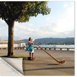 StadtSicht Zürich 068b, Frau mit Alphorn 001