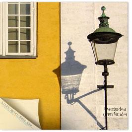 StadtSicht Kopenhagen, Strassenlaterne mit Schatten 001