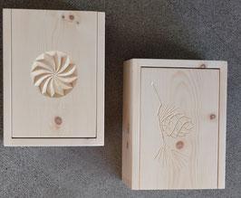 Arvenbox geschnitzt, mit aufklappbarem Deckel