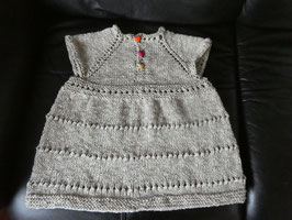 Süßes Baby-Kleidchen aus naturfarbener Kuschel-Baumwolle Gr. 74/80 mit bunten Herzknöpfen