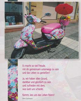 Große Postkarte: Bunter Roller - Mit dir das Leben feiern