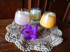 MENAGE A DROIS - weißes Kerzenwachs in bunten Cognacgläsern - KS7