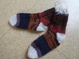 Handgestrickte Kinder-Socken Gr. 24/25 in wunderschönem Farbverlauf