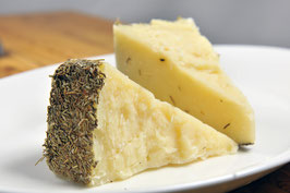 商品名【香草のバランス美味】羊ミルクのチーズ(ローズマリー6ヶ月熟成)カット