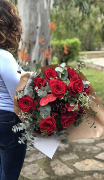 Ramo 24 rosas con selección de flor y verdes .